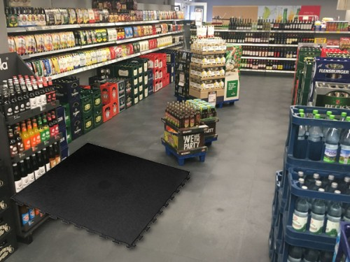 Boden für Getränkemarkt