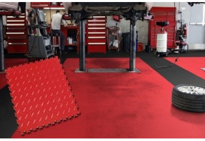 PVC-Klickfliesen  einen modernen Bodenbelag für Garagen, selber verlegen